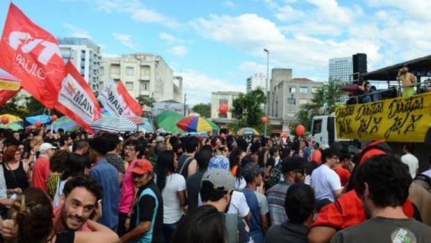 Protesto com artistas pede saída de Temer e eleições diretas