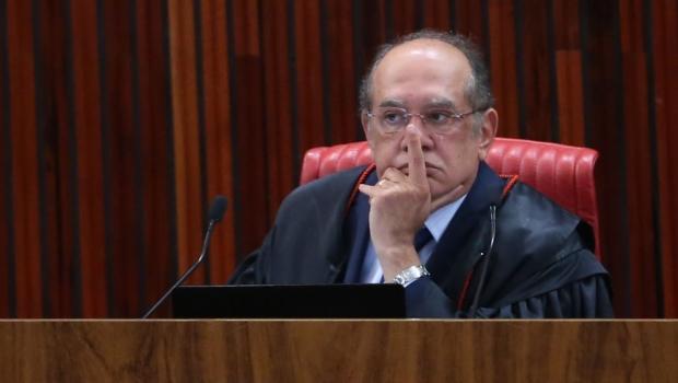 Com desempate de Gilmar Mendes, TSE absolve chapa Dilma-Temer