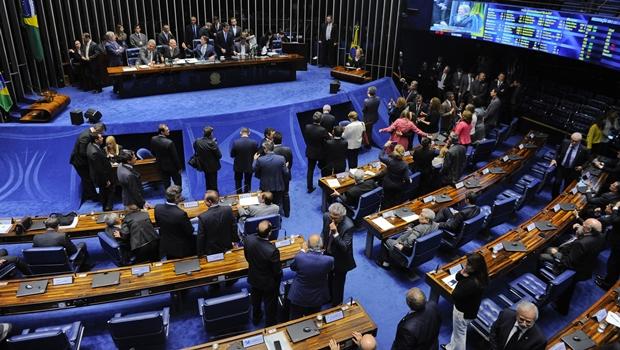 Valor do fundo eleitoral provoca divergência; proposta segue para Câmara