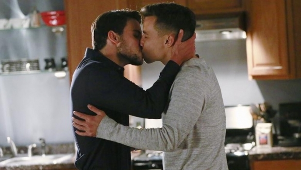 Rede Globo corta cenas gays de seriado americano e gera revolta de internautas