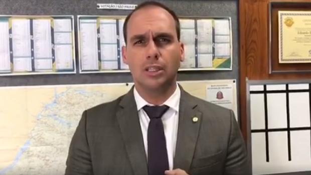 "Filho de Bolsonaro desmente jornalista Patrícia Lelis: ""Devia ser interditada"""