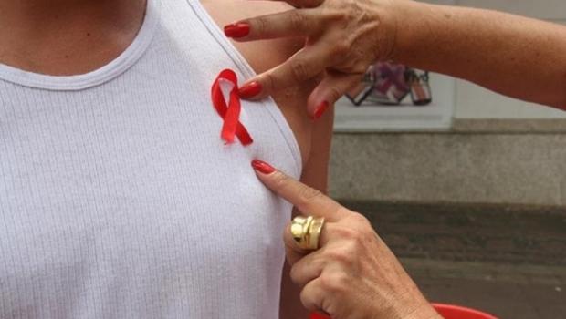 Brasil diminui verba de políticas anti-HIV e casos de AIDS aumentam