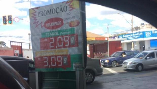 Após anúncio de reajuste, posto de gasolina faz promoção relâmpago em Goiânia