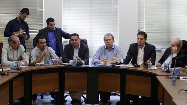Deputados e prefeitos pedem verbas para os municípios