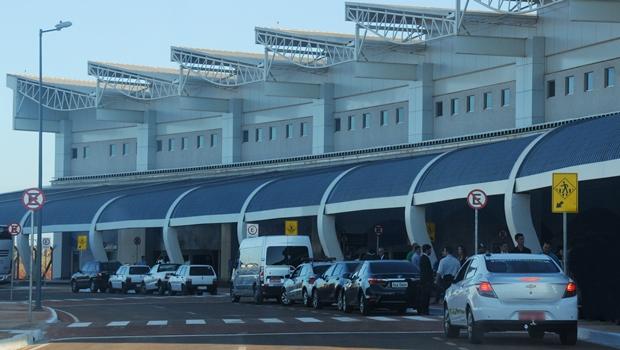 Neblina atrasa voos e fecha Aeroporto Santa Genoveva
