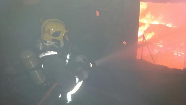 Incêndio destrói galpão de empresa de pneus reciclados em Aparecida de Goiânia