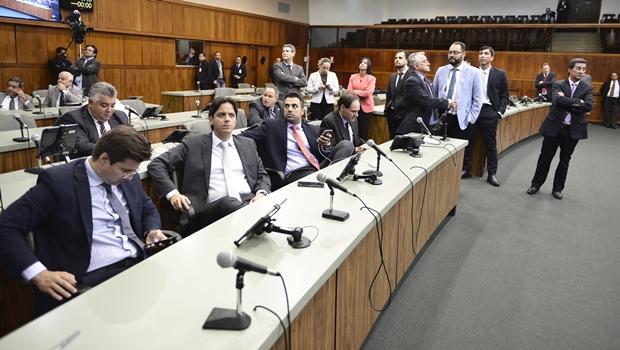 Após negativa do governo, Assembleia rejeita Orçamento Impositivo