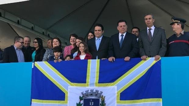 Roberto Naves recebe Marconi e Eliton durante comemoração dos 110 anos de Anápolis