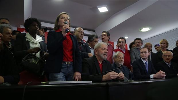 Lula da Silva condenado a nove anos e seis meses de prisão