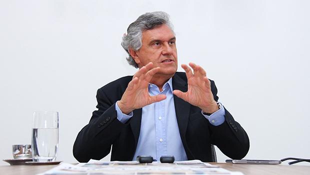 Caiado criticou diárias de policiais, mas aceita auxílio-alimentação pra assessor que ganha 20 mil reais