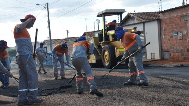 Prefeitura de Anápolis inicia força-tarefa para recuperação de asfalto nas ruas do Centro