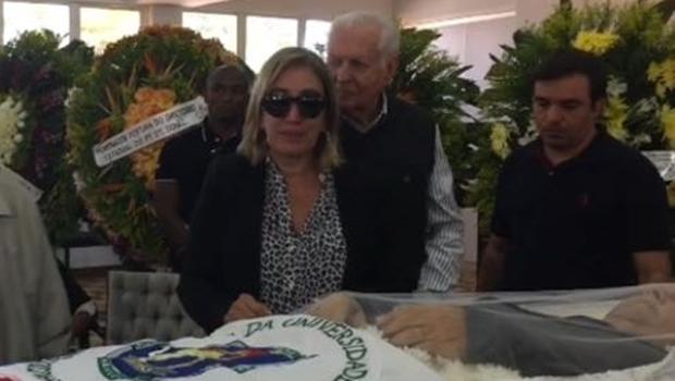 """""""Nós tentamos salvá-lo, mas não deu tempo"""", lamenta viúva de Paulo Garcia"""