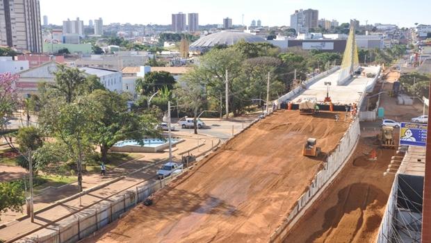 Prefeitura volta a interditar Av. Brasil para concluir obras dos viadutos