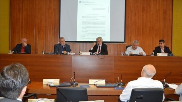 Conselhos de Goiás preparam manifesto contra privatização de serviços públicos