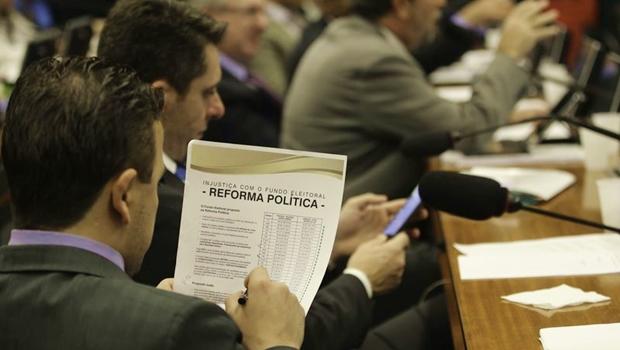 Comissão da reforma política aprova financiamento público de campanhas eleitorais
