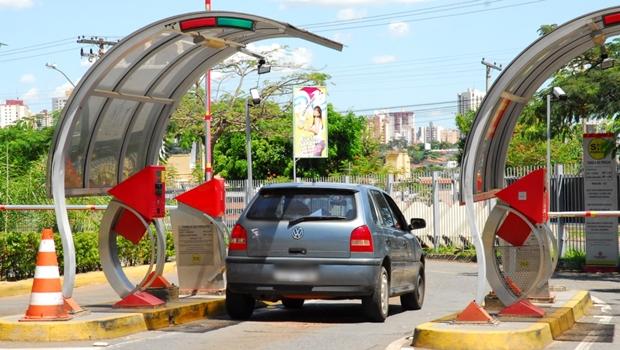 Projeto que impede cobrança de estacionamento por hora avança na Câmara