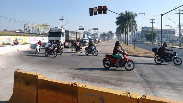 Asfalto cede e trecho da Marginal Botafogo volta a ser interditado
