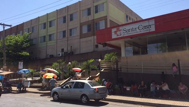 Funcionários da Santa Casa entram em greve por atraso de salários
