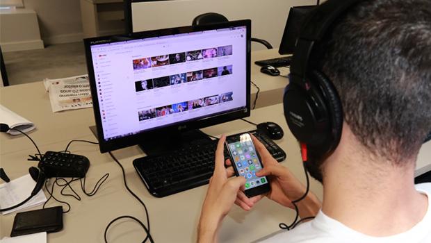 Sob olhares desconfiados, geração digital desafia sociedade a se reinventar