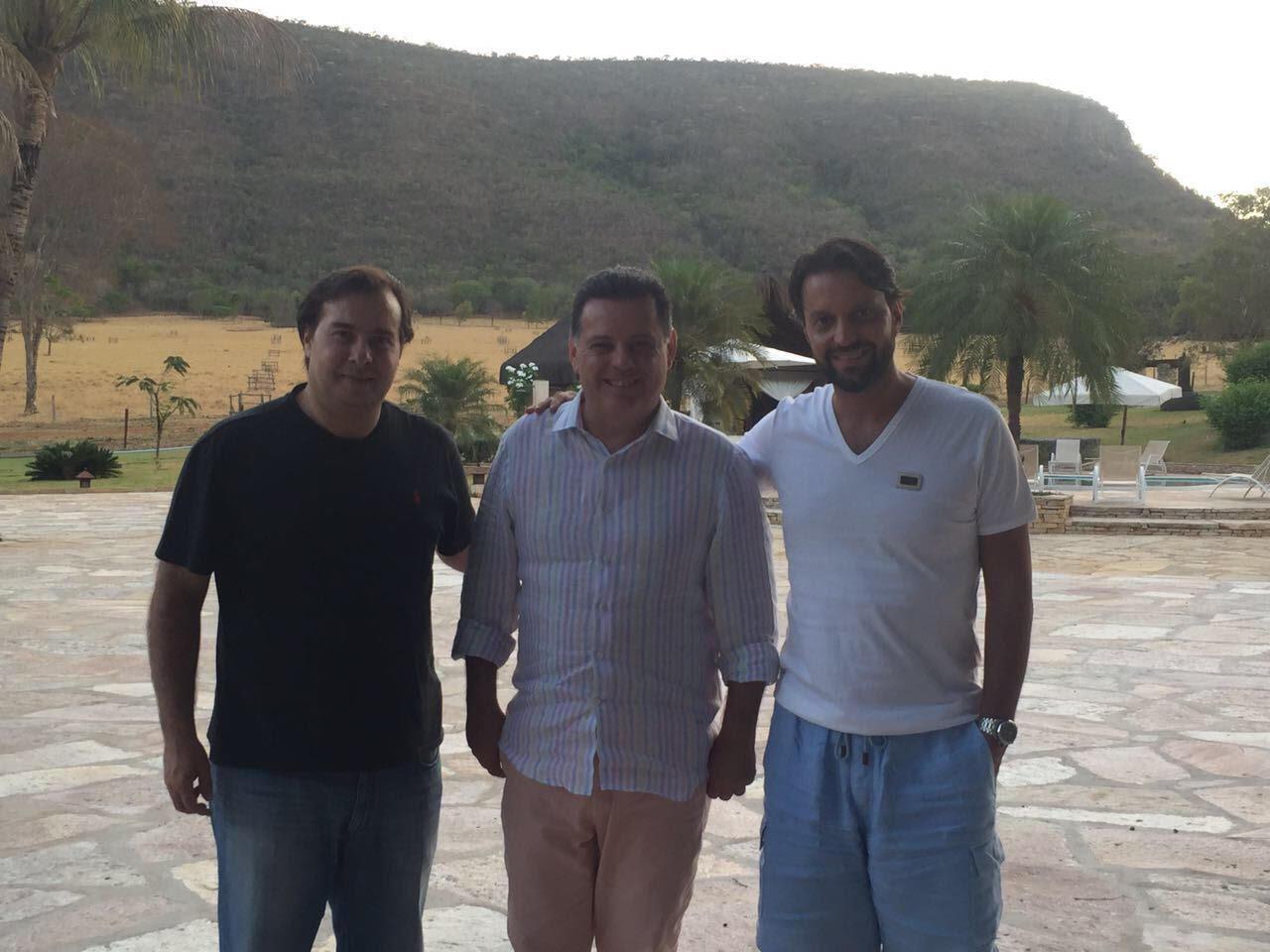 Rodrigo Maia e Marconi Perillo discutem sucessão presidencial e crescimento econômico em Pirenópolis