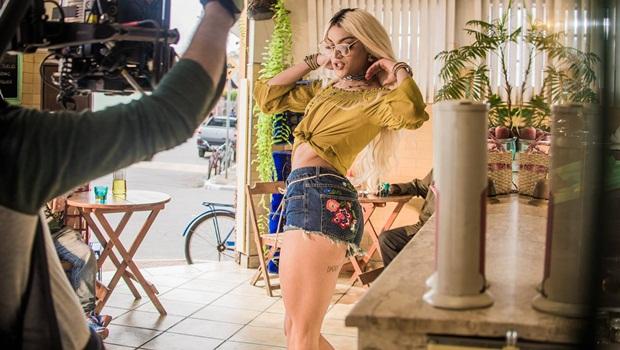 Artista mais ouvida do Brasil, Pabllo Vittar vem ao Vaca Amarela nocautear os críticos
