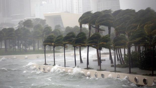 Furacão Irma faz três primeiras vítimas na Flórida e deixa mais de 1 milhão sem energia