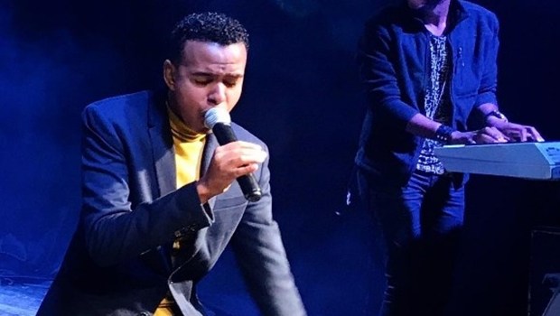 Após vídeo polêmico, cantor gospel diz que substância não era cocaína e sim amendoim