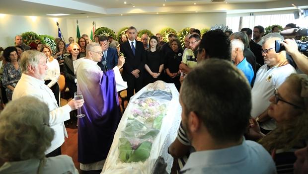 Políticos e familiares dão último adeus a Nion Albernaz