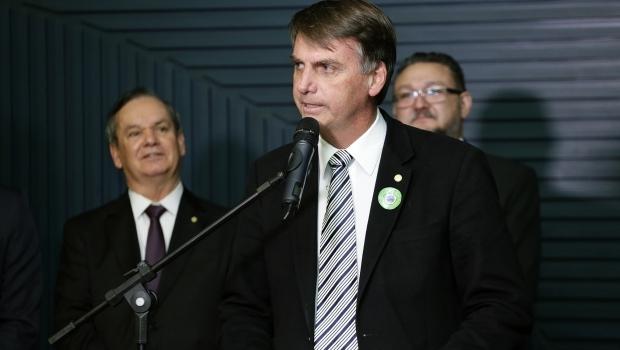 Em evento com investidores financeiros, Bolsonaro diz que não entende nada de economia