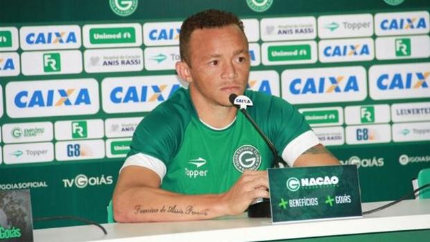 Embriagado, jogador do Goiás bate carro e é preso após agressão a testemunha
