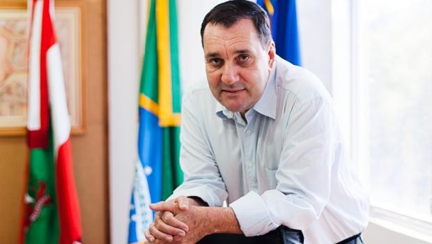 Reitor afastado da UFSC é encontrado morto em shopping de Florianópolis