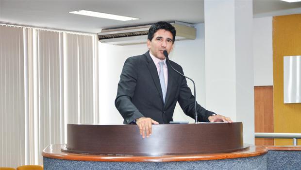 Júnior Geo questiona atropelamento das Comissões para aprovar projetos do Executivo