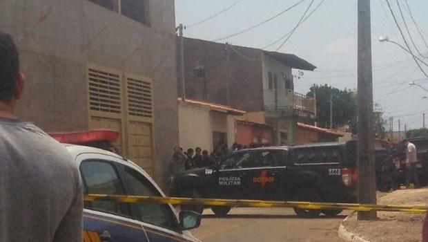 Tentativa de roubo em Goiânia faz 15 reféns e acaba com morte de dois suspeitos