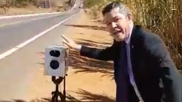 Justiça manda Delegado Waldir retirar das redes vídeo com ataques a Marconi