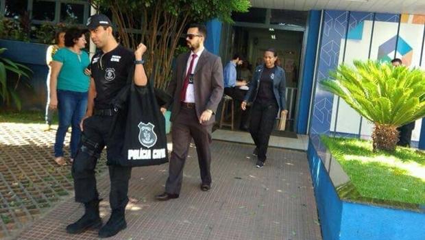 Polícia faz busca e apreensão na Agehab por suspeitas envolvendo cheque-moradia