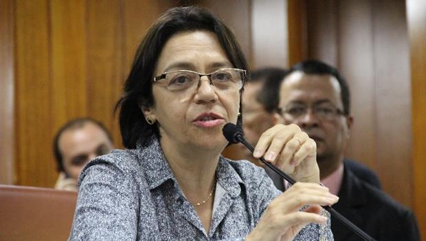 Até Iris Rezende estaria cansado do palavreado acadêmico e improdutivo de Fátima Mrué
