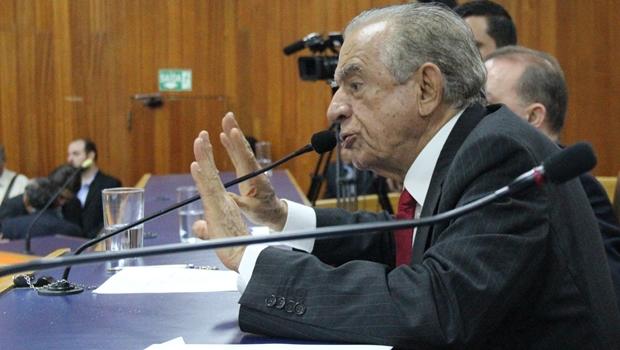 Relatório da CEI do Mau Cheiro pede indiciamento de Iris Rezende