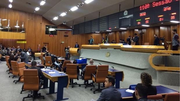 Vereadores rejeitam aumento de IPTU e Iris sofre derrota esmagadora na Câmara