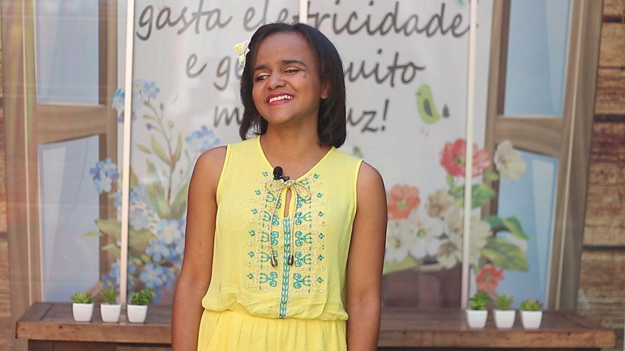 Com deficiência visual, Tálita Azevedo se formou em Letras e fez mestrado no Cepae da UFG