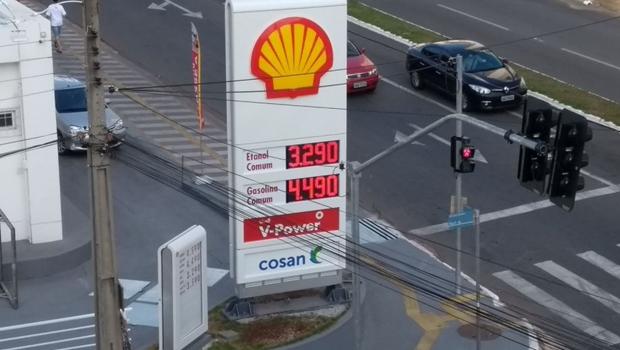 Goianienses vão às ruas contra aumento do combustível