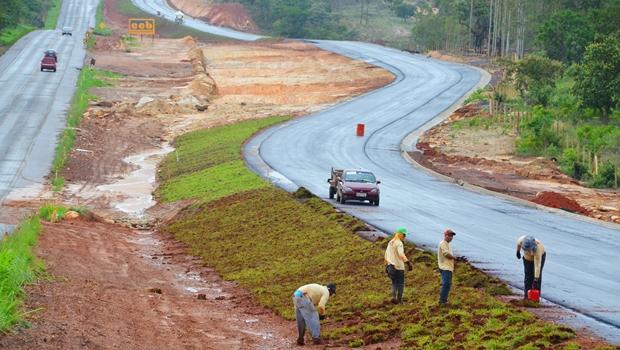 Pedido de vista coletivo impede votação de concessão de rodovias goianas