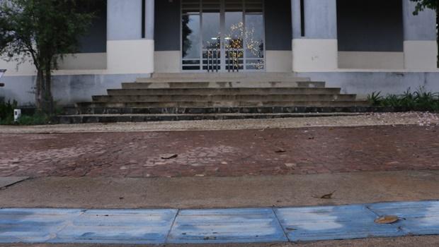 Dois anos após revitalização, Praça Cívica ainda enfrenta problemas de acessibilidade