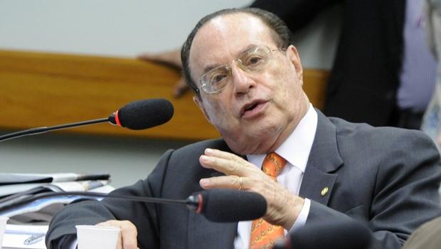 Câmara suspende salário e benefícios de Paulo Maluf