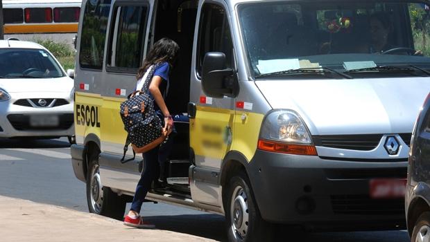 Deputados aprovam requerimento que pede volta do transporte alternativo de vans