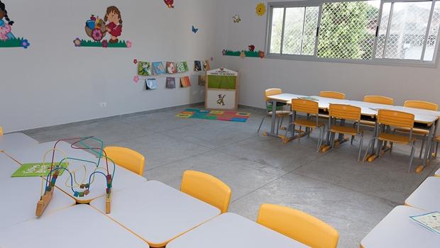 Gestão Iris ignora pedagogos aprovados em concurso e mantém temporários na Educação