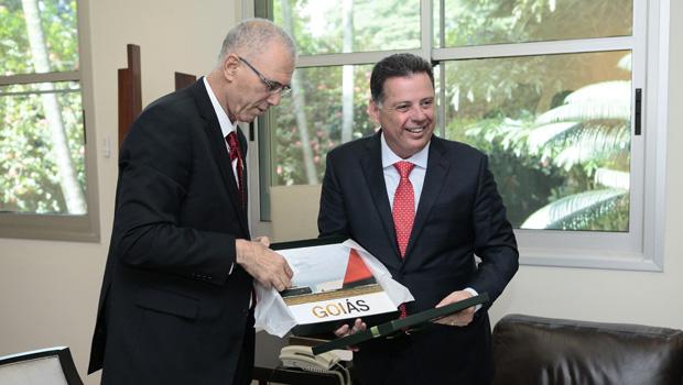"""Em Goiás, embaixador de Israel conhece o """"Brasil que dá certo"""""""