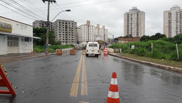 Ponte sobre Ribeirão Anicuns é mais uma vez interditada em Goiânia