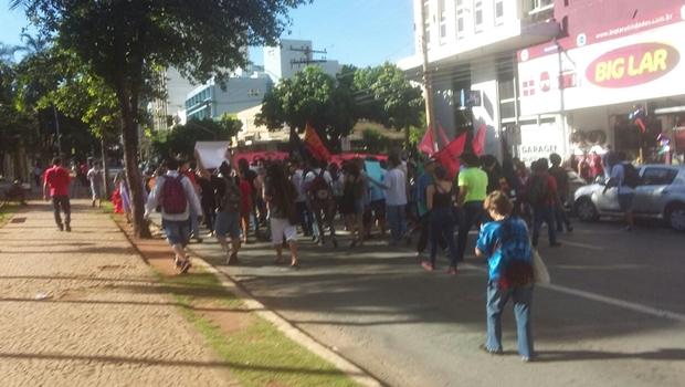Mesmo com cancelamento de reunião, manifestantes protestam contra aumento da tarifa
