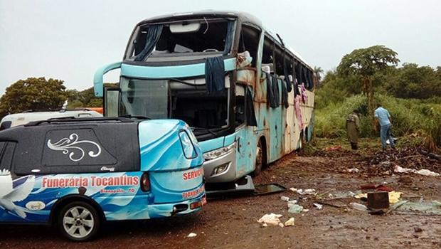 7 morrem em capotamento de ônibus no Tocantins
