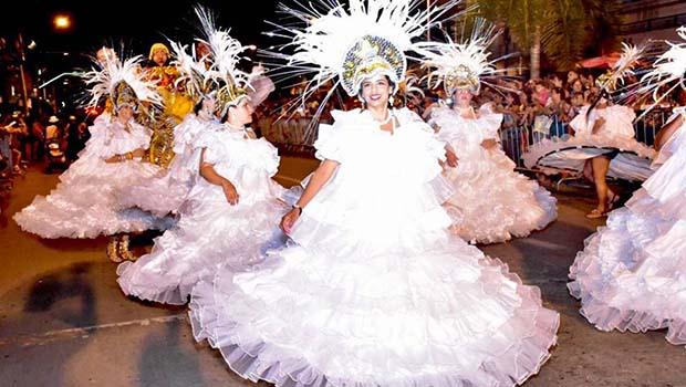 População de Trindade lota avenida no carnaval dos 30 anos do Grupo Desencanto